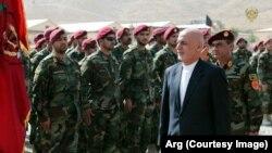 رئیس جمهور غنی در مراسماز ارتقاء فرقۀ نیرو های کوماندوی افغان به قول اردو گفت مخالفین دو گزینه دارد: یا تسلیم شوند و یا مجبور به تسلیم خواهند شد
