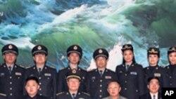 2010년 5월 중국군 대표단을 맞이하는 김정일 위원장