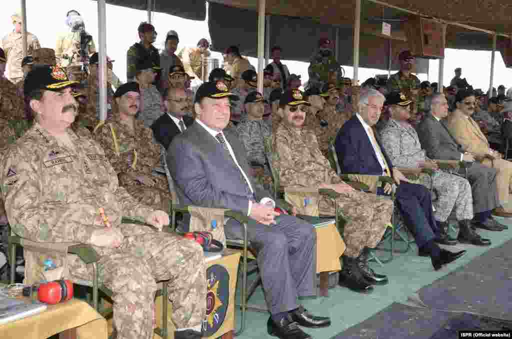 ان مشقوں کی اختتامی تقریب میں وزیراعظم نواز شریف، بّری فوج کے سربراہ جنرل راحیل شریف سمیت دیگر اعلیٰ فوجی اور سول قیادت نے شرکت کی۔