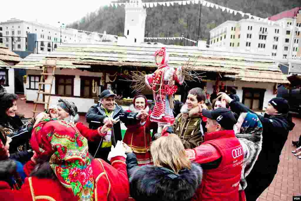 In a pre-Lenten festival, Russians dance around the Maslenitsa doll. (V. Undritz for VOA)