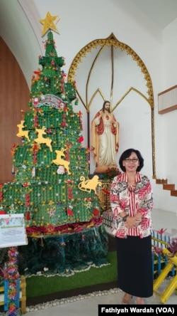 Salah satu tokoh Gereja Santa Clara, Bekasi, 24 Desember 2019. (Foto: Fathiyah Wardah/VOA)