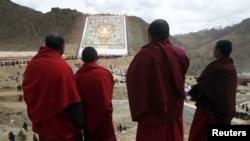 Budistički sveštenici na Tibetu (arhivski snimak)