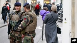 French army soldiers patrol near Rue des Rosiers street, in the heart of the Paris Jewish quarter, Monday Jan. 12, 2015. (AP Photo/Remy de la Mauviniere)