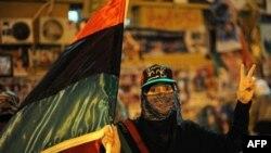 Một phụ nữ Libya trong cuộc biểu tình chống nhà lãnh đạo Libya Moammar Gadhafi tại Benghazi, ngày 17/5/2011