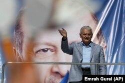 AKP adayı Binali Yıldırım son mitingini Pendik'te düzenledi.