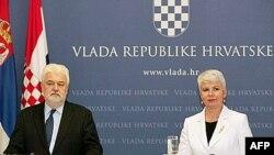 Premijerka Hrvatske Jadranka Kosor i premijer Srbije Mirko Cvetković slušaju pitanja novinara na konferenciji za medije u Zagrebu