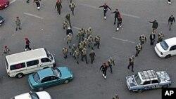 埃及武警和士兵在開羅的解放廣場上清場
