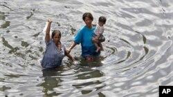 تھائی لینڈ: بڑا سیلابی ریلا دریائے چاؤ پھرایا سے گزر گیا
