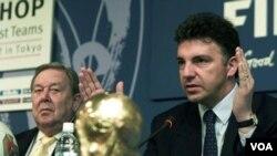 El ex secretario general de la FIFA, Michel Zen-Ruffinen, también participó de la investigación.