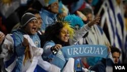 Miles de fanáticos uruguayos partieron hasta Buenos Aires para apoyar a la 'celeste' en la gran final contra Paraguay.