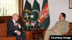 Afghan President Ashraf Ghani, left, meets with Pakistani General Raheel Sharif at army headquarters in Rawalpindi, Pakistan, Nov. 14, 2014. (Photo courtesy of Pakistani army)