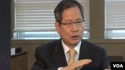 20일 VOA 기자와 인터뷰하는 천영우 청와대 외교안보수석비서관.