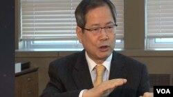 20일 한국 서울에서 VOA 기자와 인터뷰하는 천영우 청와대 외교안보수석비서관.