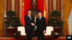 中國總理李克強10月14日在河內總統府會晤越南國家主席張晉創.