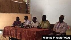Conférence de presse du collectif Résistance citoyenne à Niamey, 18 février 2016 (VOA/Nicolas Pinault)