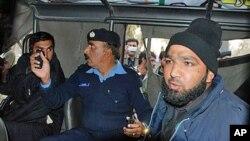 سلمان تاثیر کا مبینہ قاتل ملک ممتاز حسین قادری پولیس کی تحویل میں۔