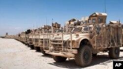 Kendaraan militer AS di Afghanistan siap dikirimkan kembali ke Amerika (Foto: dok). Pentagon menarik kembali 33 ribu tentara AS dari Afghanistan akhir September 2012.