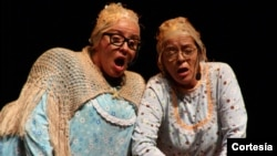 Actrices Maria Beatriz Vergara y Juana Estrella.
