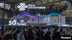Kongres Ponsel dunia di Shanghai China memamerkan jaringan 5G. China mengungguli AS dalam mengembangkan jaringan 5G, yang saat ini baru beroperasi di beberapa kota besar AS.