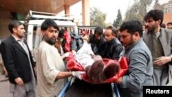 پرون یوه ځانمرگه بم چونکي د افغانستان په ختیځ کې د جنازو د اخیستلو په وخت د خلکو په منځ کې خپل بم وچاوه، ١٦ کسه یې ووژل او په لسگونو نور یې زخمي کړل.