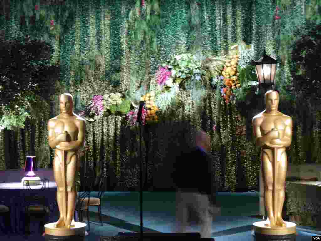 奥斯卡主席团晚宴的花园景观造型(美国之音国符拍摄)