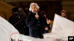 Beppe Grillo wo mu mugambwe M5S mu myiyamamazo.