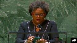 میا امور ماتلی، نخست وزیر باردبادوس، هنگام سخنرانی در مجمع عمومی سازمان ملل متحد - ۲ شهریور ۱۴۰۰