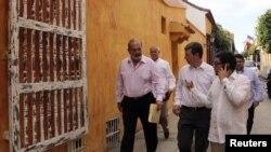 El magnate Carlos Slim caminando por las calles de Cartagena de Indias (Colombia)