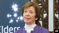"""Mary Robinson juge """"inacceptables"""" les sévices infligés aux femmes dans la région des Grands Lacs"""