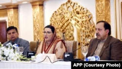پاکستان کی مشیر اطلاعات فردوس عاشق اعوان، کشمیر کی صورت حال پر اسلام آباد میں بین الاقوامی میڈیا کے نمائندوں سے گفتگو کر رہی ہیں۔ 31 جنوری 2020