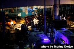 ساعتی بعد از انفجار، هنوز امداد رسانی ادامه دارد. بیش از سی نفر کشته شدند