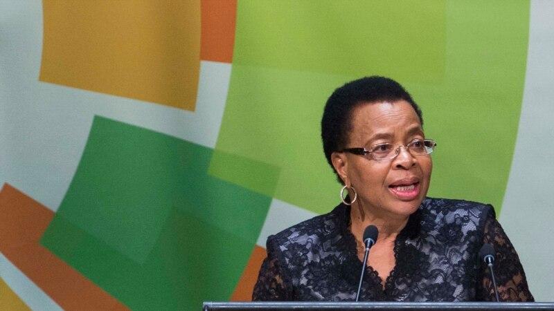"""L'Afrique du Sud a """"juste débuté la longue marche"""" vers la liberté, selon Graça Machel"""