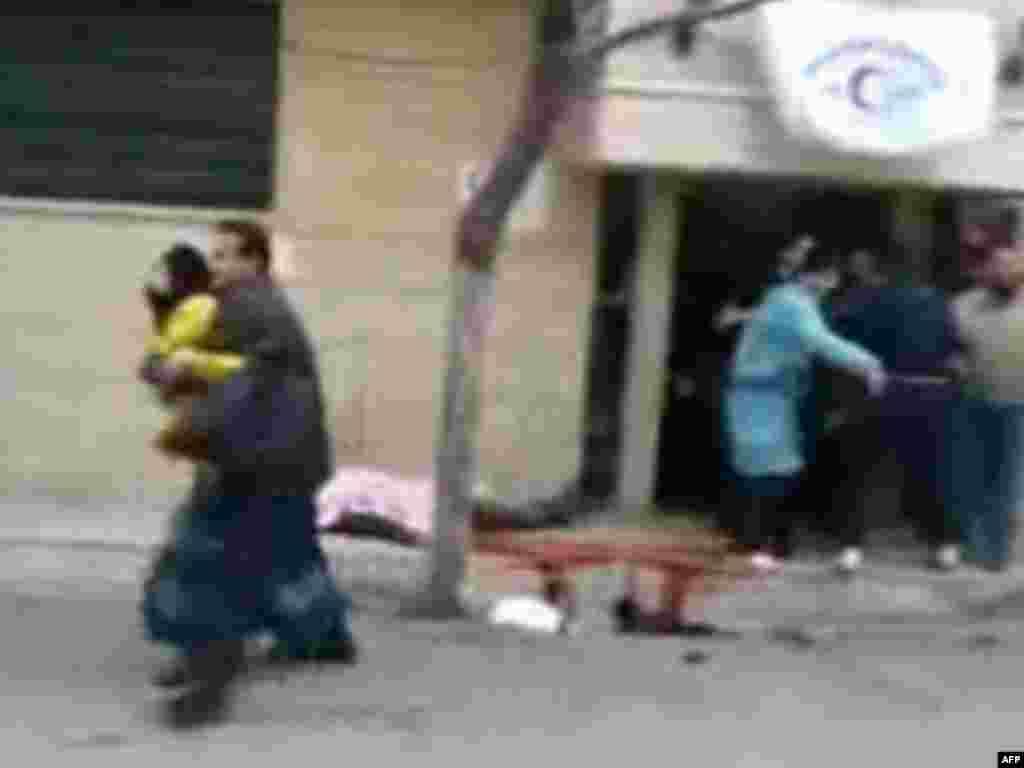 У госпиталя в Хомсе. 6 февраля 2012 г.
