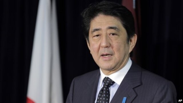 Perdana Menteri Jepang Shinzo Abe mengumumkan paket stimulus ekonomi sebesar 117 milyar dolar untuk menggenjot ekonomi Jepang yang lesu (foto: dok).