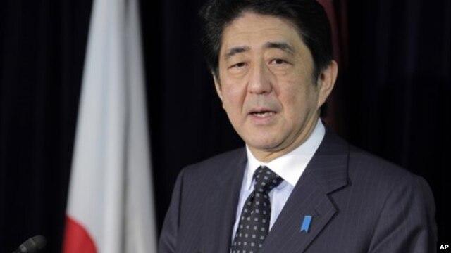 Nhà lãnh đạo đảng Dân chủ Tự do Shinzo Abe nói chuyện tại cuộc họp báo ở Tokyo, 16/12/12