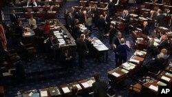 Senat Amerika yang dikuasai Partai Demokrat meloloskan RUU anggaran dengan suara 67 berbanding 33 hari Selasa (17/12).
