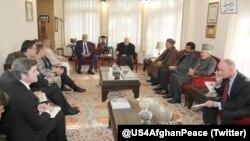 خلیل زاد نے کابل میں افغانستان کے سیاسی اور سماجی رہنماؤں سے ملاقاتیں کیں۔