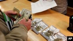 El fiscal general del estado de Colorado, Bob Troyer, aseguró que su oficina no cambiará el enfoque para enjuiciar los delitos relacionados con la marihuana.