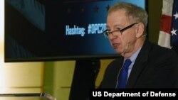 美國國防部主管研發與軍事工程的副部長格里芬(Michael Griffin)出席一次防務討論會(美國國防部2020年3月4日)