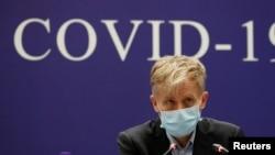 Ông Bruce Aylward thuộc Tổ chức Y tế Thế giới (WHO) tham dự một cuộc họp báo của phái bộ hỗn hợp Covid-19 WHO-Trung Quốc về cuộc điều tra virus corona bùng phát tại Vũ Hán.