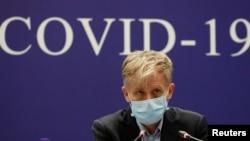 資料照片-世界衛生組織(WHO)的布魯斯·艾爾沃德(Bruce Aylward)出席世衛組織-中國Covid-19聯合任務的新聞發布會,介紹其對中國北京冠狀病毒爆發的調查情況。 (2020年2月24日)
