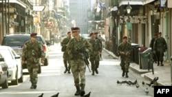 卡特里娜飓风后美军在新奥尔良街头巡逻