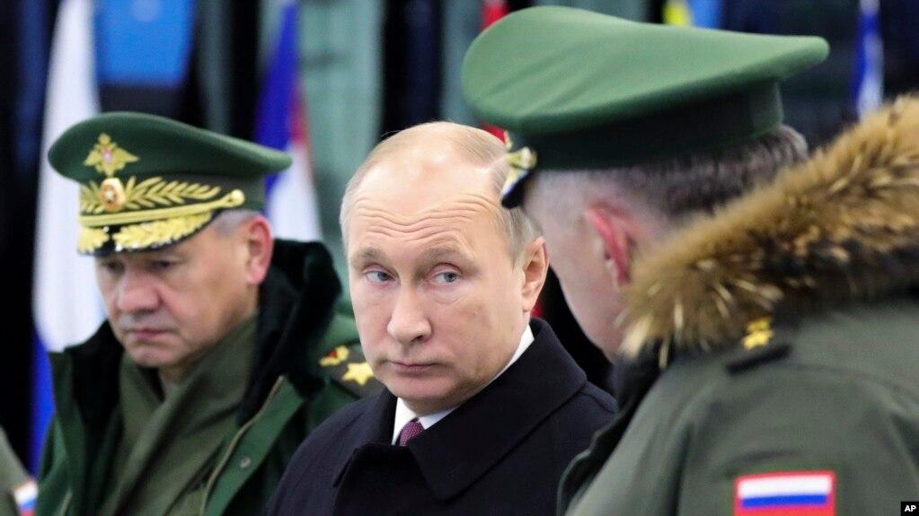 Tổng thống Nga Vladimir Putin đến thăm một học viện quân sự bên ngoài Moscow, ngày 22 tháng 12, 2017.
