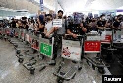 Manifestantes en Hong Kong buscan presionar por reformas democráticas en el territorio.