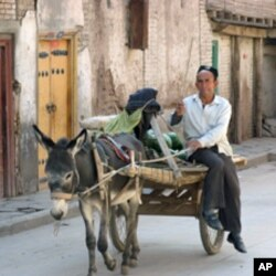 喀什街头景象(资料照片)