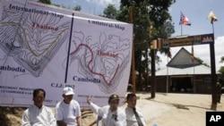 柬埔寨政府2月4日在柏威夏古寺附近举行记者会