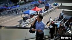 Государственные служащие возвращаются к работе. Гонконг, 6 октября 2014.