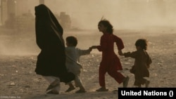 """ملل متحد گفته است که بیش از ۵۰ در صد کودکان زیر پنج در سراسر افغانستان با """"سوء تغذید شدید"""" دست و پنجه نرم می کنند."""