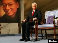 在向刘晓波授予诺贝尔和平奖的颁奖典礼上,挪威诺贝尔委员会主席亚格兰身旁的空椅子本应是诺贝尔和平奖得主刘晓波的座位。 (2010年12月10日)