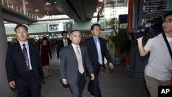 베이징에 도착한 위성락 한국 6자회담 수석대표 (가운데)
